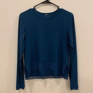 Lululemon long sleeve size 4